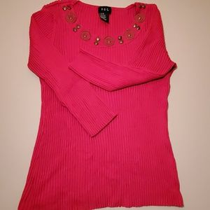 Red ribbed 3/4 sleeve top w/ bronze colored detail